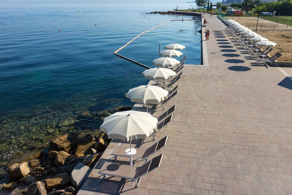 Пляж в Словении на Адриатическом море, Изола