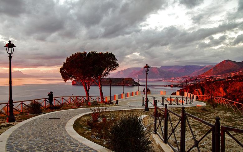 Италия, вид на пляж в Калабрии