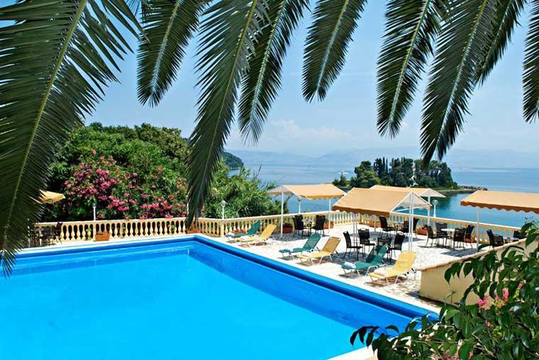 Достопримечательности острова Корфу: вид на Мышиный остров - Корфу, Греция