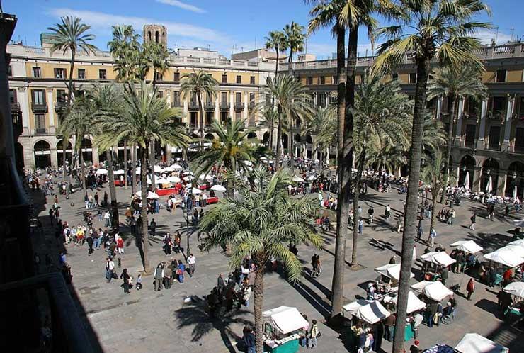 Королевская площадь в Барселоне, Испания