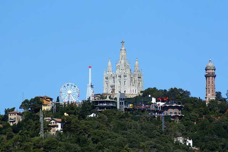 Гора Тибидабо и храм Святого Сердца - достопримечательности Барселоны, Испания