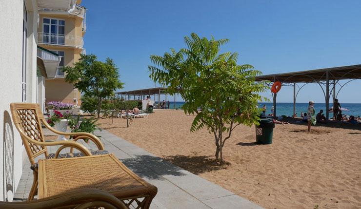 Лучшие отели Крыма для отдыха с детьми, Золотой пляж, Феодосия